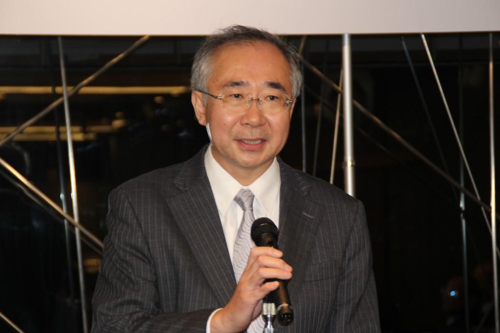 来賓のあいさつを述べる日本ゴム工業会松谷専務理事