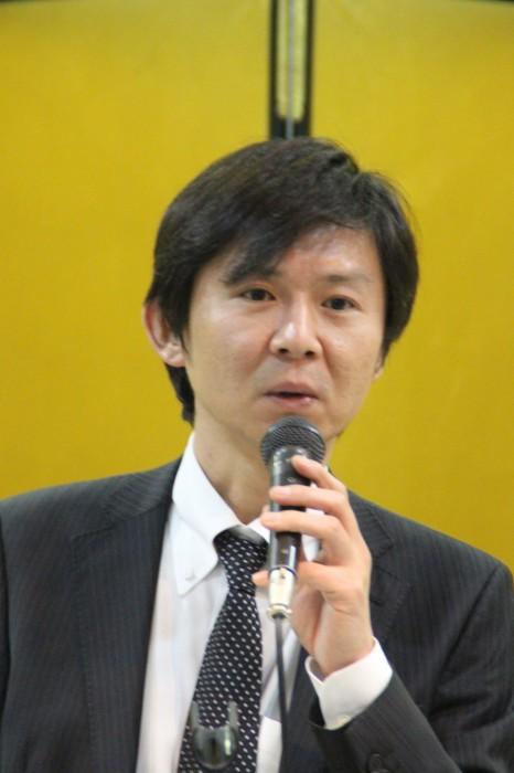乾杯の音頭をとる中川副会長